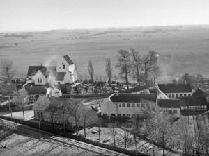 Paarup-Kirke-og-skole-1952
