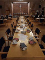 Kaffebordet er dækket, nu mangler kun medlemmerne.