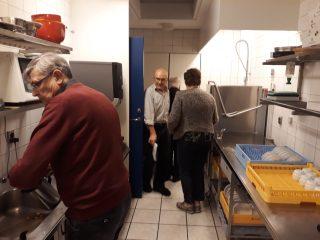 Der vaskes op i køkkenet efter veloverstået generalforsamling.
